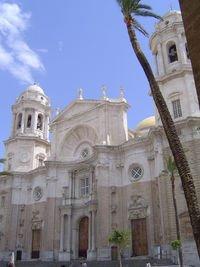 Perkembangan Rokoko terlihat pada tampak depan dari katedral Cathedral, Càdiz